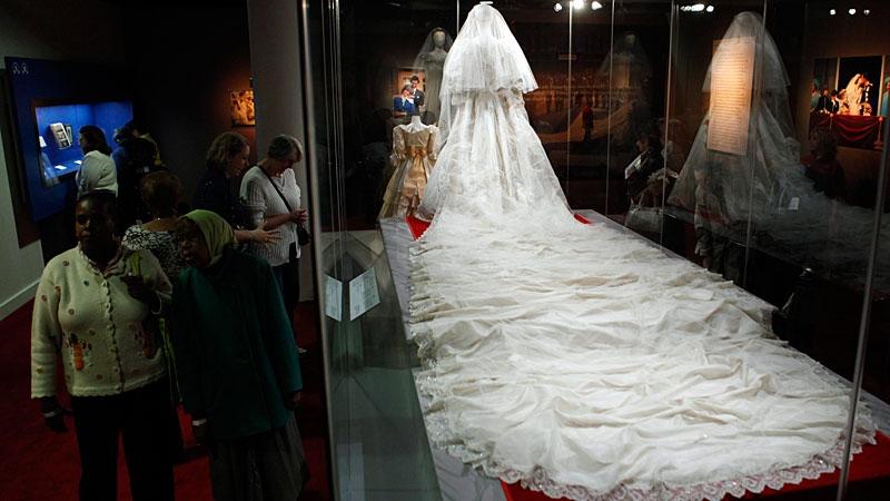 Sneak peek of princess diana s wedding dress ahead of exhibit opening