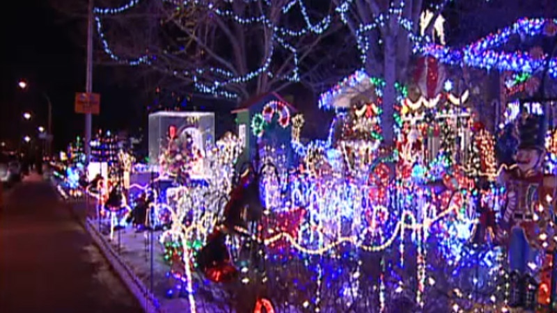 Man Behind Maisie 39 S Magical Christmas House Pulling The