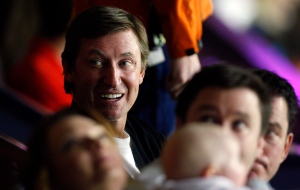 Canadian hocky great Wayne Gretzky attends the Colorado Avalanche vs the Calgary Flames NHL hockey game in Calgary, Alta., Wednesday, March 27, 2013. (Jeff McIntosh / THE CANADIAN PRESS)
