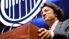 Daryl Katz takes ownership of the Edmonton Oilers during a news conference at Rexall Arena in Edmonton on July 2, 2008. (Jimmy Jeong / THE CANADIAN PRESS)