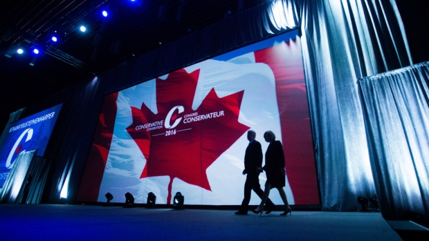 Former prime minister Stephen Harper, left, and his wife Laureen Harper walk on stage for his address to delegates during the 2016 Conservative Party Convention, in Vancouver, B.C. on Thursday May 26, 2016. (Darryl Dyck / THE CANADIAN PRESS)