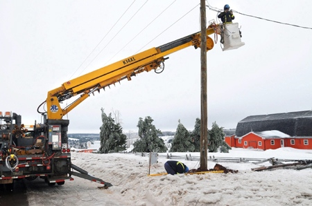 Maritime Electric crews repair lines that were brought down during an ice storm in Central Queens County, P.E.I. on Wednesday, Jan. 30, 2008. (Heather Taweel, Charlottetown Guardian / THE CANADIAN PRESS)